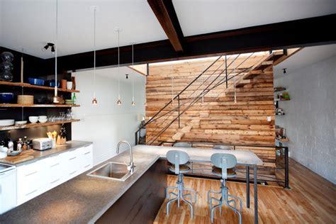 mur en planche de bois brut id 233 es de d 233 coration et de