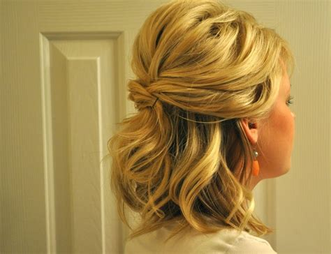 Bridesmaid Hairstyles For Hair Half Up by Hairstyles For Curly Hair Half Up Half Prom