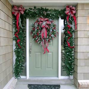 Decorating Your Doorway for Christmas Dot Women