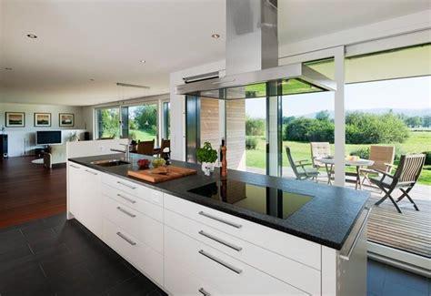 cuisine a vivre cuisine ouverte sur salon avec ilot central cuisine en image