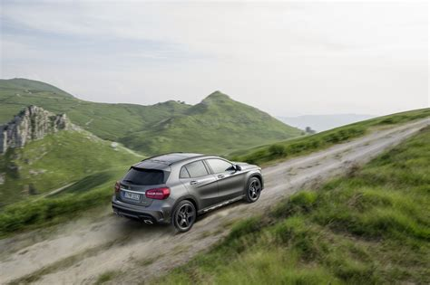 Exclusive reports and current films: Preview: 2015 Mercedes-Benz GLA-Class - Winding Road
