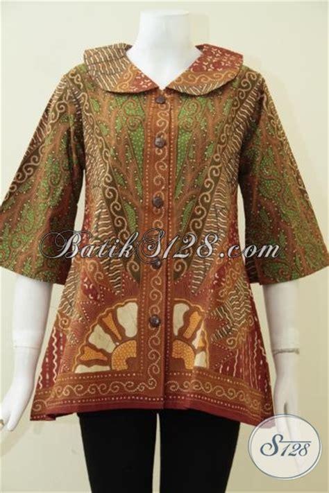 pakaian batik tulis model kerah lebar motif klasik