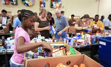 soup kitchen volunteer where to volunteer in nyc food banks shelters soup