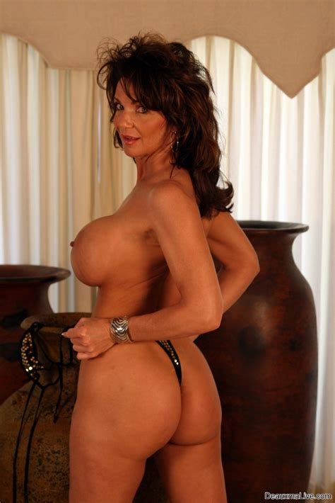 Deauxma Showing Tits And Pussy In Sexy Lingerie