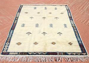 Teppich Aus Schafwolle : die besten 25 teppich blau wei ideen auf pinterest wei er teppich blauer wandteppich und ~ Markanthonyermac.com Haus und Dekorationen