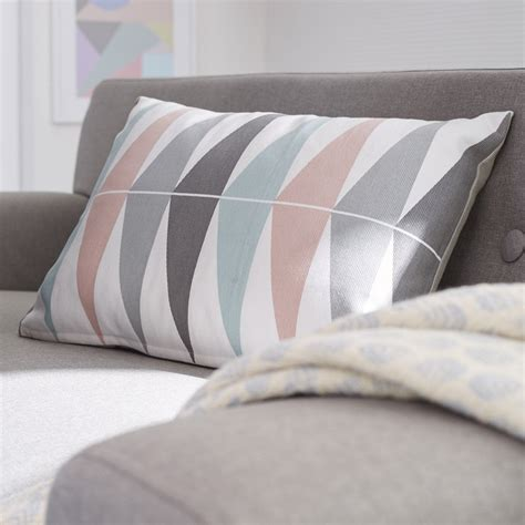 coussin triangles blanc gris rose    cm