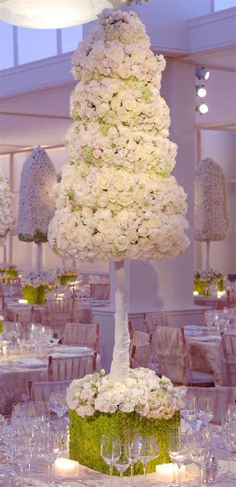 centre de table mariage theme chetre quand les arbres poussent au milieu des tables mariage
