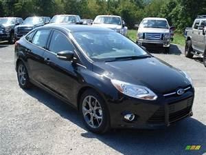 Ford Focus 2013 : tuxedo black 2013 ford focus se sedan exterior photo ~ Melissatoandfro.com Idées de Décoration