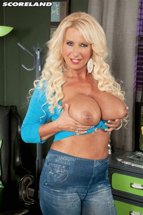 Blonde Babe Annellise Croft Gets Her Tits Sucked Plus Milf