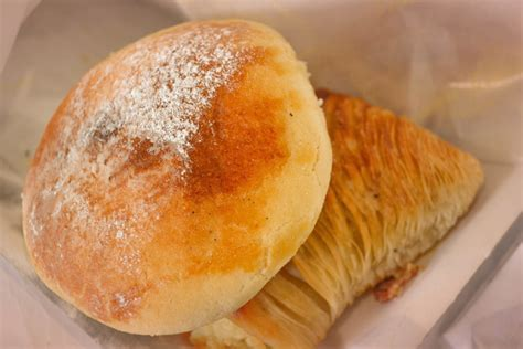 Consistent to most of italian cuisine, sfogliatella has at least two variations in the. Antico Forno Delle Sfogliatelle Calde Fratelli Attanasio ...