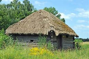 Toit En Paille : grange antique avec un toit de paille image stock image ~ Premium-room.com Idées de Décoration