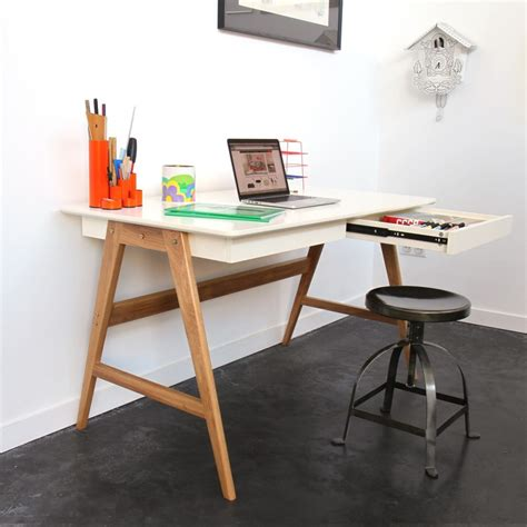 bureau blanc et bois bureau laqué chêne blanc 120x70cm skoll look scandinave
