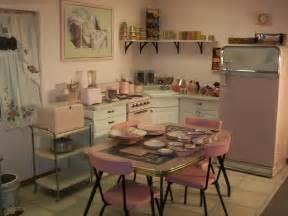 kã hlschrank retro design 1950s pink retro kitchen rockabelle bombshell