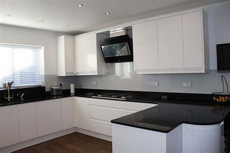 image of kitchen design white gloss handleless black quartz worktop 4616
