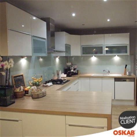 grande cuisine ouverte grande cuisine moderne ouverte en u blanche et bois oskab