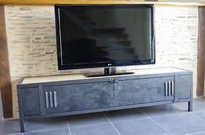 Meuble Tv Fer : meuble tv industriel bois acier avec ancienne porte de vestiaire ~ Teatrodelosmanantiales.com Idées de Décoration