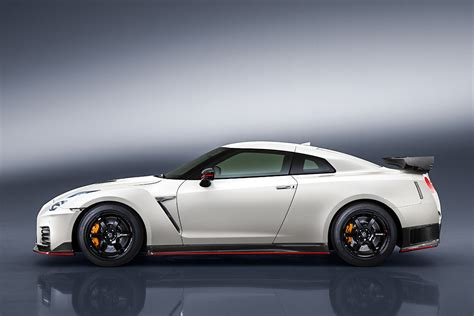 Nissan Skyline R35 Nismo by News Refreshed Nissan Gt R Nismo Debuts Japanese