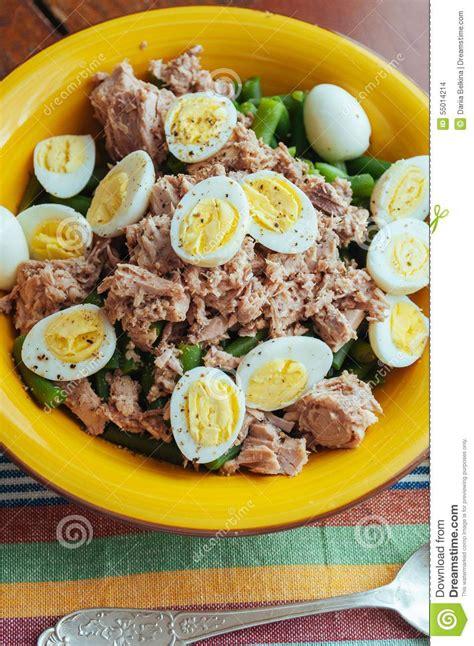 cuisine avec des oeufs salade avec des oeufs de haricots verts de thon et de