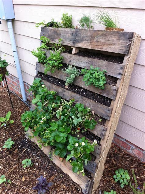 pallet planter pallet gardening innovativegardening