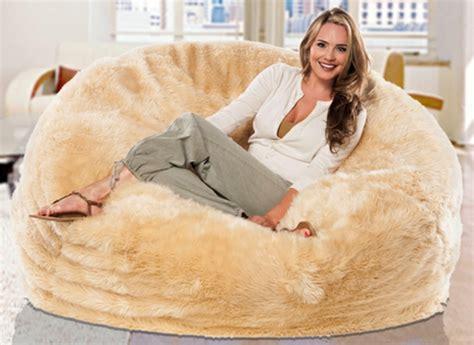 canape cuir beige le pouf géant un coussin de sol amusant et confortable