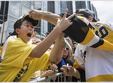 650,000 fans at parade cheer Penguins for Stanley Cup win