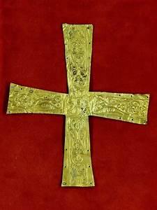 Pectoral cross - Wikipedia  Cross