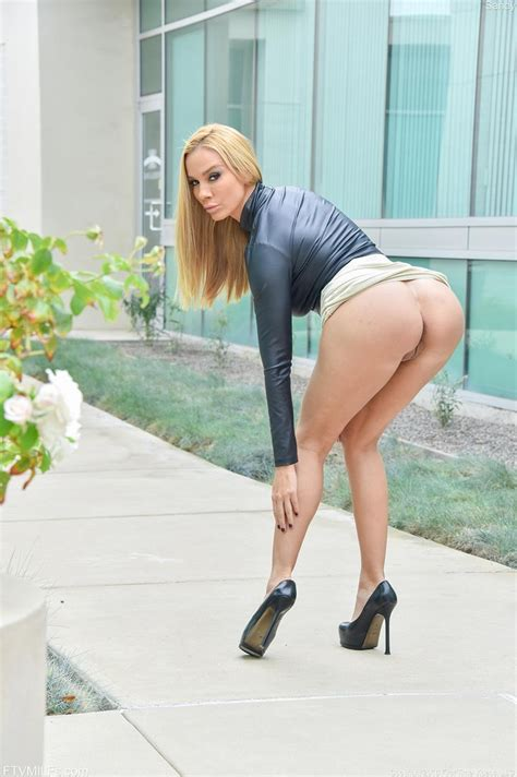 vega vixen rock hard blonde milf