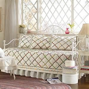laura ashley 174 ruffle garden daybed bedding set bed bath