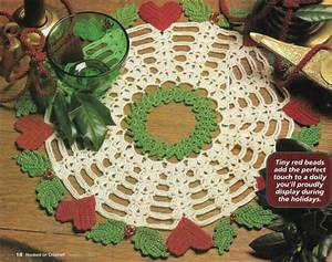 Hearts N Holly Doily Christmas 12 1  2 U0026quot  Digest Size Crochet