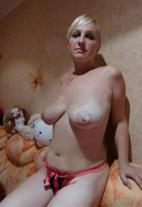 Nice amateur blonde posing Topless At Home Russian sexy Girls