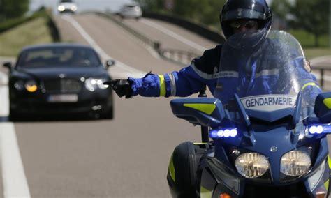 motard nationale un motard de la gendarmerie se tue dans un sur l a7