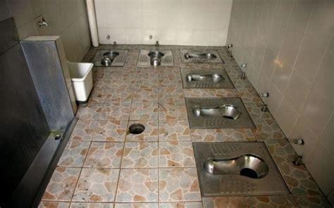 public toilets    world  amaze