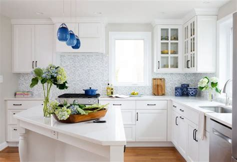 White Cabinets and Blue Accents Brighten a Kitchen