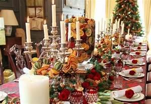 Table de Noël decorée pour une célébration stylée