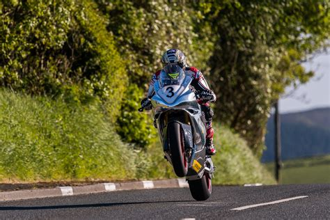 isle of tt isle of tt practice week photos by tony goldsmith asphalt rubber