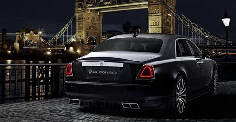 Rolls-royce Ghost Van Onyx Zwemt In 'satin-carbon