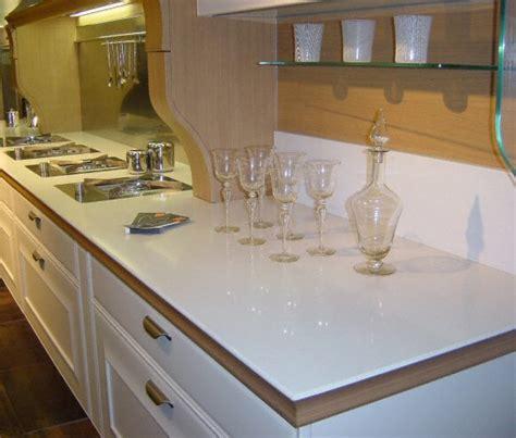 plan de cuisine en quartz cuisine plan de travail de cuisine classique clair en