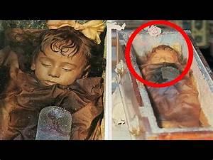 Rosalía Lombardo, la momia de una niña que abre y cierr ...