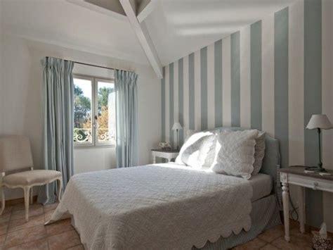 chambre blanche et bleu 1000 idées sur le thème papier peint shabby chic sur