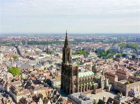 Peu après, une autre secousse de magnitude 2,8 a entraîné l'arrêt. un séisme à Strasbourg
