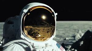 Astronaut On The Moon Wallpaper (page 2) - Pics about space