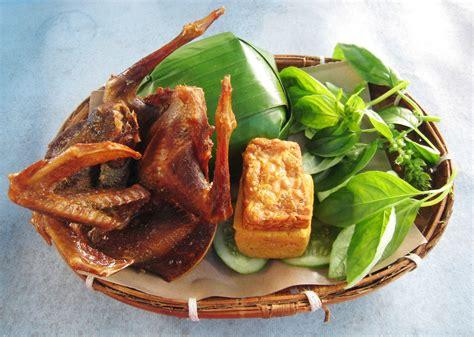 cuisine tofu file nasi timbel dara goreng jpg wikimedia commons
