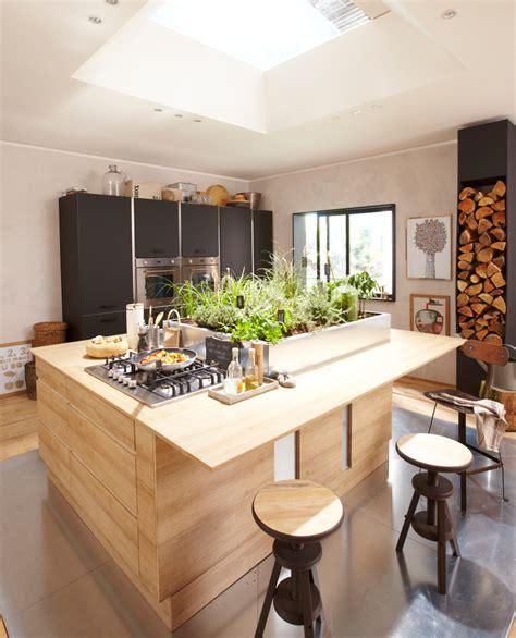 cuisine alu et bois cuisine en bois un matériau plusieurs styles