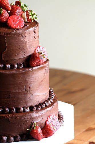 wedding cakes pictures chocolate  strawberries wedding