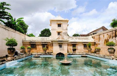 destinasi wisata istana peninggalan sejarah  indonesia