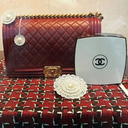 chanel compact box clutch bag  fall  spotted fashion
