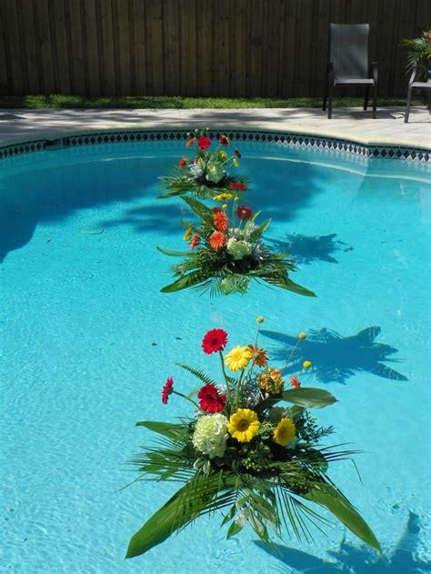 pool floats flowers   pool tampa wedddings