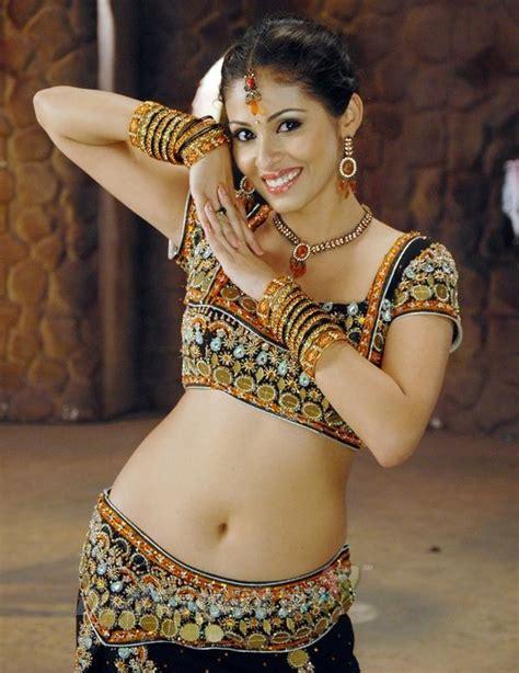 beautiful actress shooting kiss sadha hot images in bikini photoshoot hd wallpapers