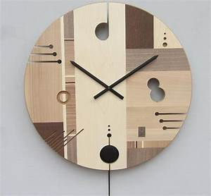 Essential wooden wall clock with an exclusive design