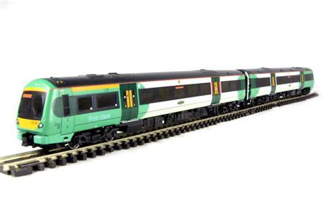 Hattonscouk  Graham Farish 371430 Class 1717 2 Car